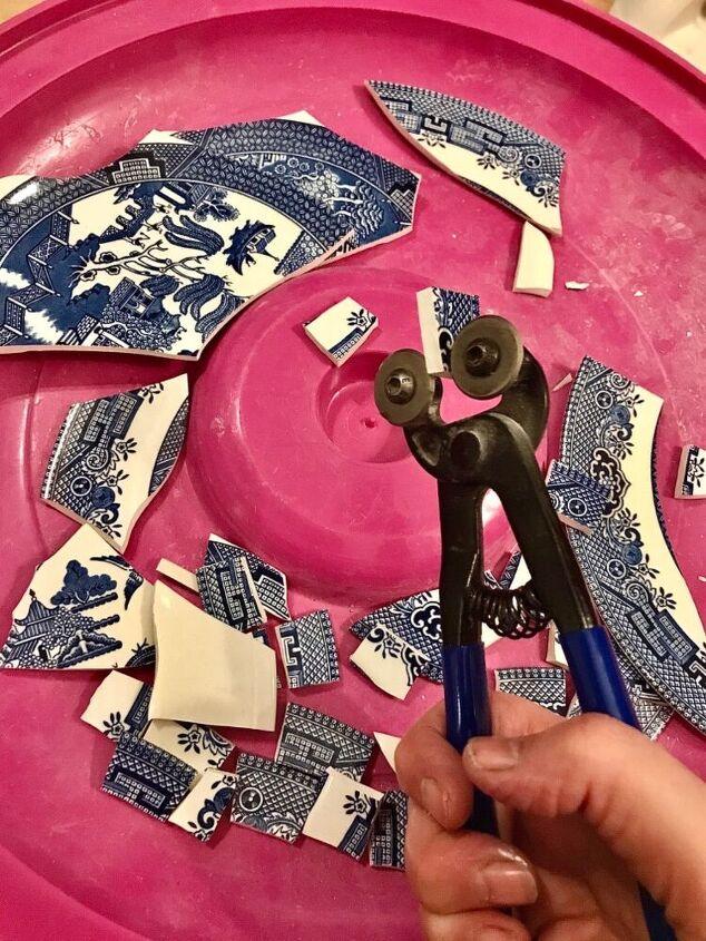 Blue willow pattern china