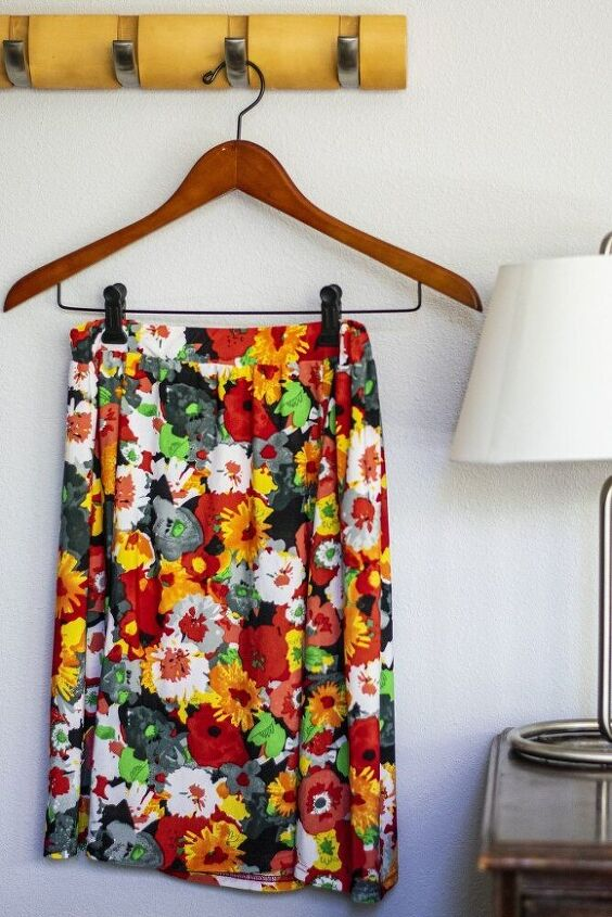 4 ways to wear a skirt and only 1 way is as a skirt