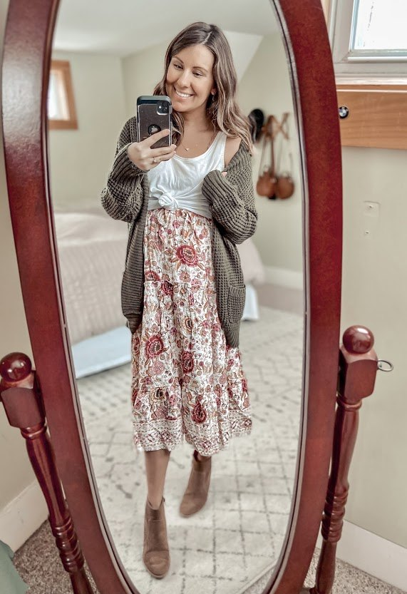 1 pink floral skirt 3 ways, I loved this one the most I thought the deep green of the cardigan paired so well with the pretty florals of the skirt