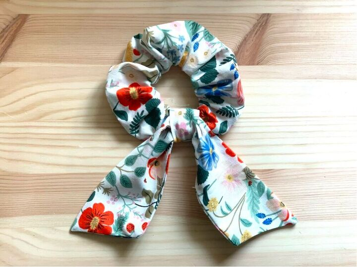 turn your fabric scraps in to a super quick scrunchie with a tie